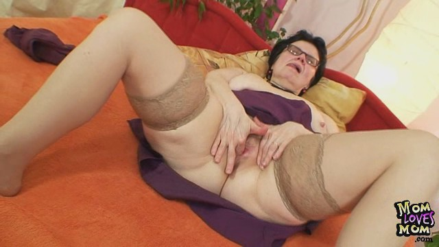 Old grandma in glasses fingering her unshaved wet crack