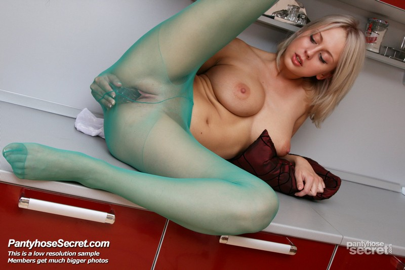 Mendy hardcore pantyhose through fucking and blowjob through nylons